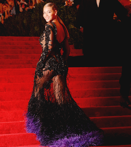 beyonce met gala red carpet 2012